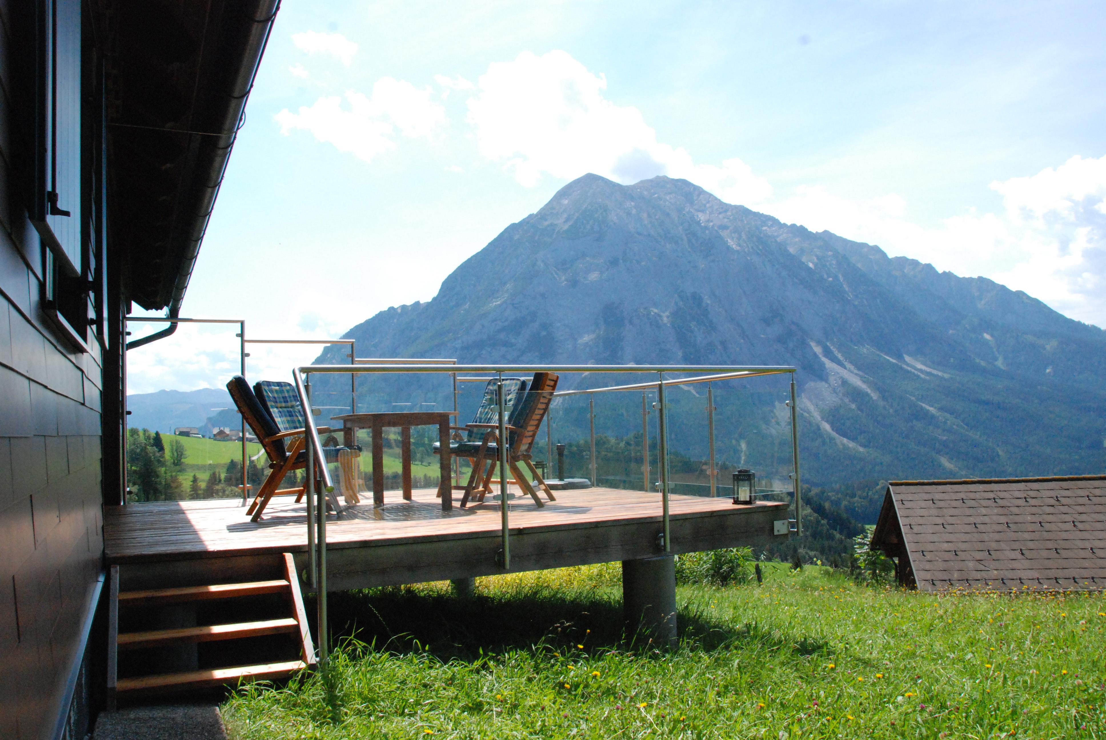Panoramablick von der Terrasse ins Tal