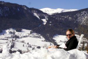 freiraumhuette_winter_lesen